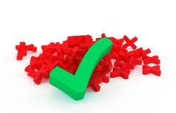 Grande segno di spunta verde su una manciata di croci rosse Immagine Stock Libera da Diritti