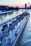 Traffico del fiume sulla conduttura Immagini Stock