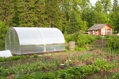 Grande serre chaude pour l'élevage des légumes Image stock