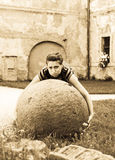 Grande sfera di pietra Fotografia Stock