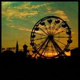 Grande silhouette de roue de ferry photographie stock libre de droits