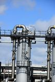 Grande silos del metallo in una fabbrica industriale Fotografia Stock