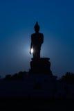Grande siluetta diritta della statua di Buddha Fotografia Stock Libera da Diritti