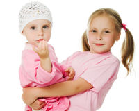 Grande soeur, étreindre de petite soeur Image stock