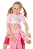 Grande soeur, étreindre de petite soeur Photographie stock libre de droits