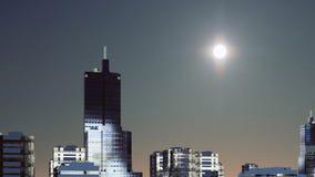 Grande sole fantastico sopra l'orizzonte astratto al crepuscolo 4K della città archivi video