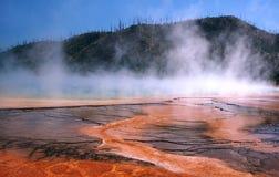 Grande sorgente di acqua calda prismatica Immagine Stock Libera da Diritti