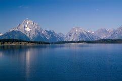 Grande sosta di Teton, montagna, lago e la luna Immagini Stock Libere da Diritti