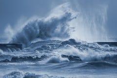Grande spruzzata delle onde del mare Immagini Stock Libere da Diritti