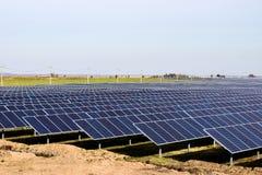 Grande station solaire un temps clair images stock