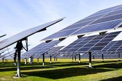 Grande station solaire un temps clair photos stock