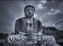 Grande statua del Buddha. Tono blu. fotografie stock