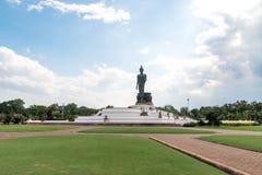 Grande statua di Buddha con cielo blu in Tailandia Fotografia Stock Libera da Diritti