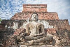 Grande statua di Buddha e bello fondo Immagine Stock