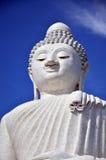 Grande statua di Buddha o Pra Puttamingmongkol Akenakkiri a Phuket Tailandia Fotografie Stock
