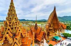 Grande statua di Buddha a Tiger Cave Temple, Tailandia fotografie stock libere da diritti