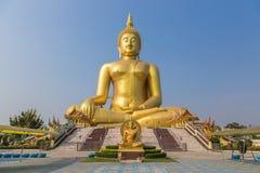 Grande statua dorata del Buddha Immagini Stock