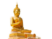 Grande statua dorata di Buddha nell'isolato del tempio della Tailandia sul BAC bianco Fotografia Stock