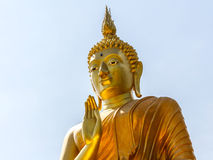 Grande statua dorata di Buddha in Tailandia Fotografie Stock
