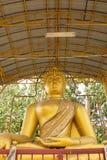 Grande statue d'or de Bouddha en Thaïlande Phichit, Thaïlande Photos libres de droits