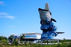 Grande statue de baleine devant Samutsakhon Marine Aquarium photographie stock libre de droits