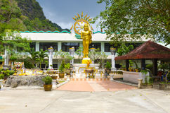 Grande statue de Bouddha dans le temple Photo libre de droits