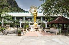 Grande statue de Bouddha dans le temple Photos libres de droits