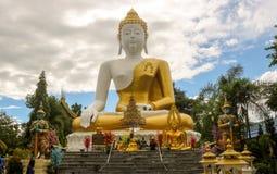 Grande statue de Bouddha en Chiang Mai photos stock