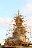 Grande statue de Bouddha en construction images stock