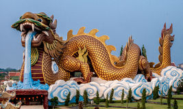 Grande statue de dragon, Supanburi, Thaïlande Photo stock