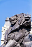 Grande statue de lion à Barcelone, Espagne Image stock