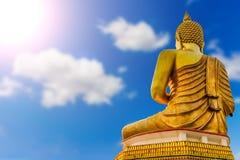 Grande statuep dorato di Buddha Immagini Stock