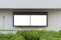 Grande tabellone per le affissioni in bianco su una parete della via, insegne con stanza aggiungere il vostro proprio testo Immagini Stock