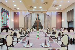 Grande table de restaurant Photo libre de droits