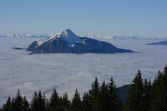 Grande talpa sopra le nubi Fotografia Stock