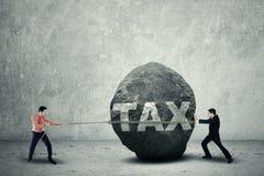 Grande tassa come ostacolo di affari immagini stock libere da diritti