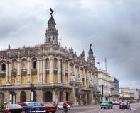 Grande teatro de Havana e da rua 27 de janeiro de 2013 em Havana velho, Cuba Imagens de Stock