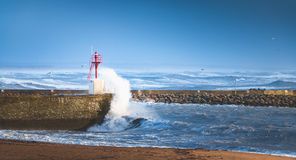 Grande tempête sur un port Photos stock