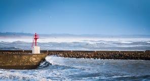 Grande tempête sur un port Image libre de droits