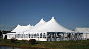 Grande tente blanche de mariage images libres de droits