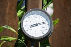 Grande termometro rotondo fotografie stock