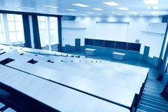 Grande tinta dell'azzurro del corridoio di conferenza di fisica Immagini Stock
