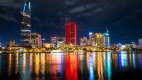 Grande tiro da noite da metrópole, cidade de Ho Chi Minh. Imagens de Stock