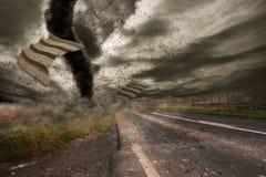 Grande tornade au-dessus d'une route Photos libres de droits