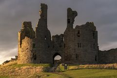 Grande torre di Dunstanburgh fotografie stock libere da diritti
