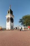 Grande torre di orologio di Petrovaradin sulla sponda destra del Danubio Fotografie Stock Libere da Diritti