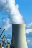 Grande torre di raffreddamento Fotografie Stock