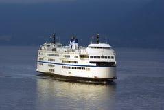 Grande traghetto nella baia di nord-ovest pacifica di Horsehoe Immagini Stock