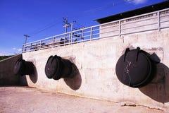 Grande tubulação de aço para o sistema de drenagem Fotos de Stock Royalty Free