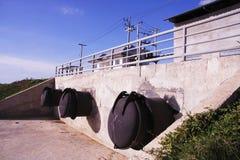 Grande tubulação de aço para o sistema de drenagem Fotografia de Stock Royalty Free